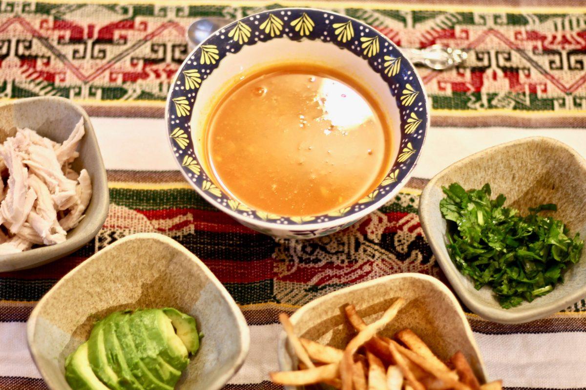 מרק טורטיה עם תוספות
