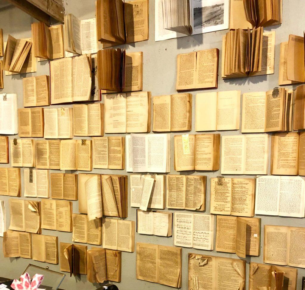 קיר הספרים