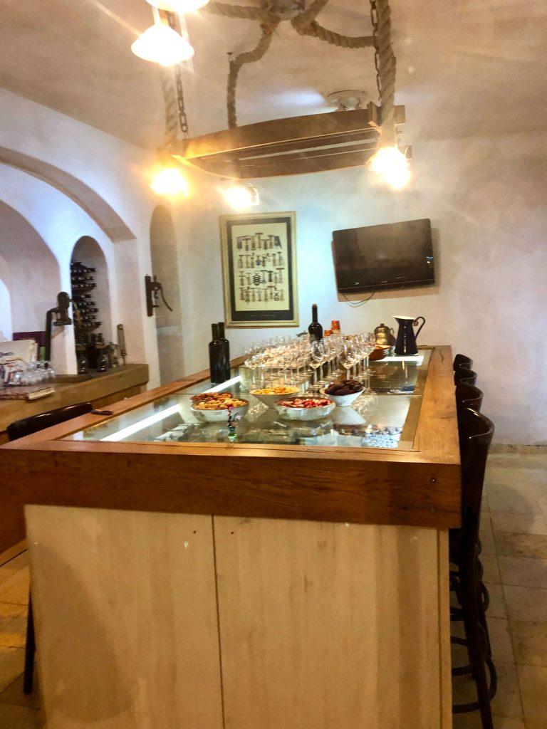 חדר טעימות יין מפנק