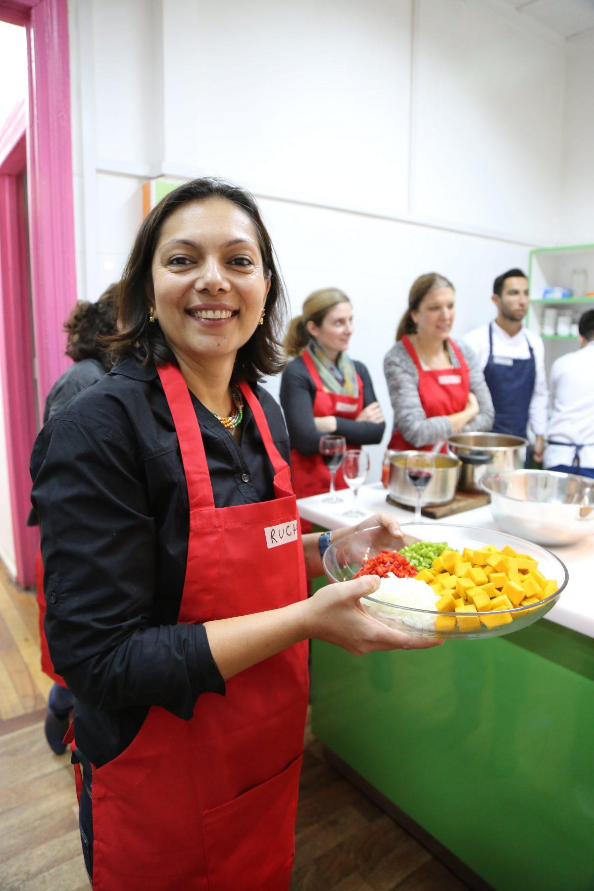רוצ׳י מבשלת את מרק השעועית
