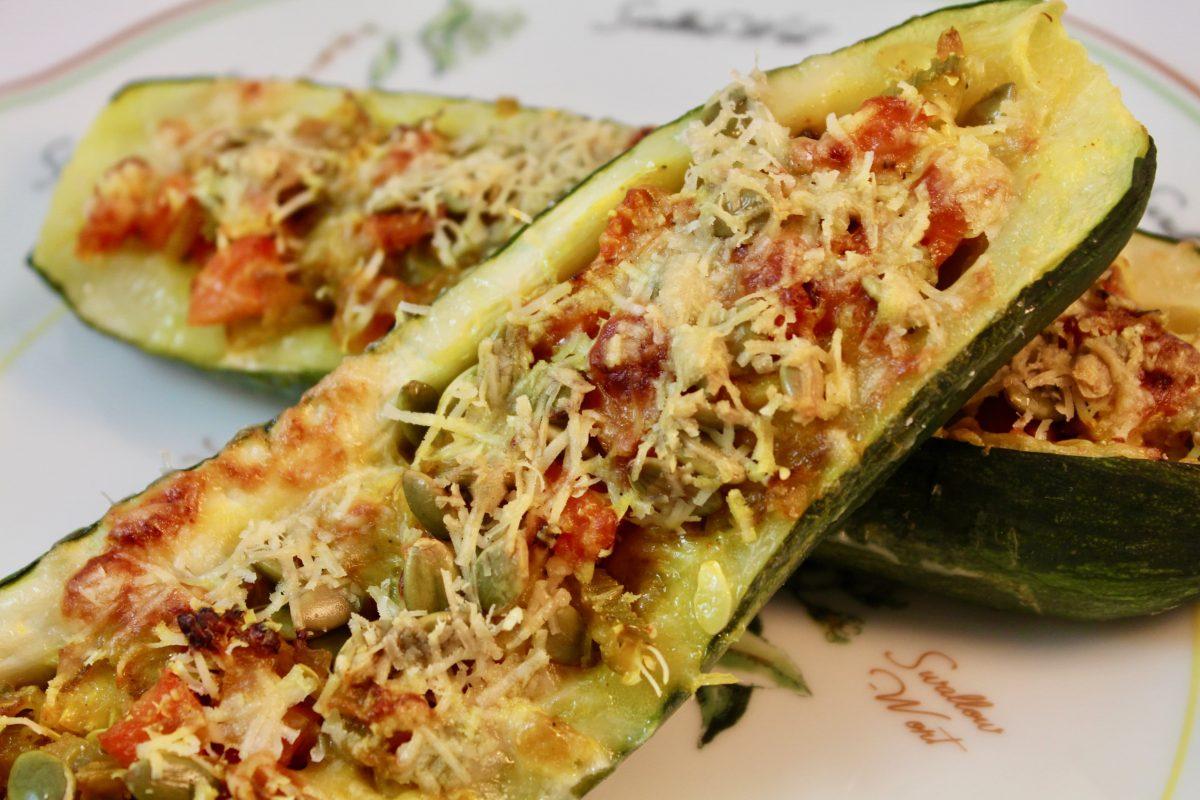 סירות קישואים במילוי ירקות - מוכן
