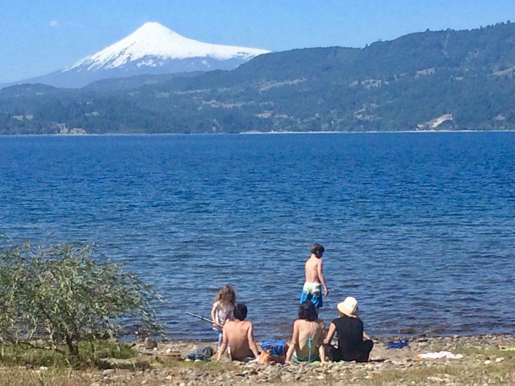 מבלים על שפת האגם