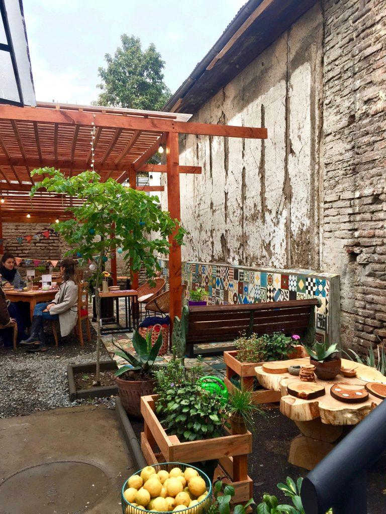 בית קפה בחצר פנימית