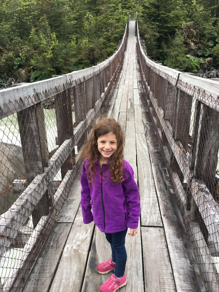 על הגשר בדרך לקרחון