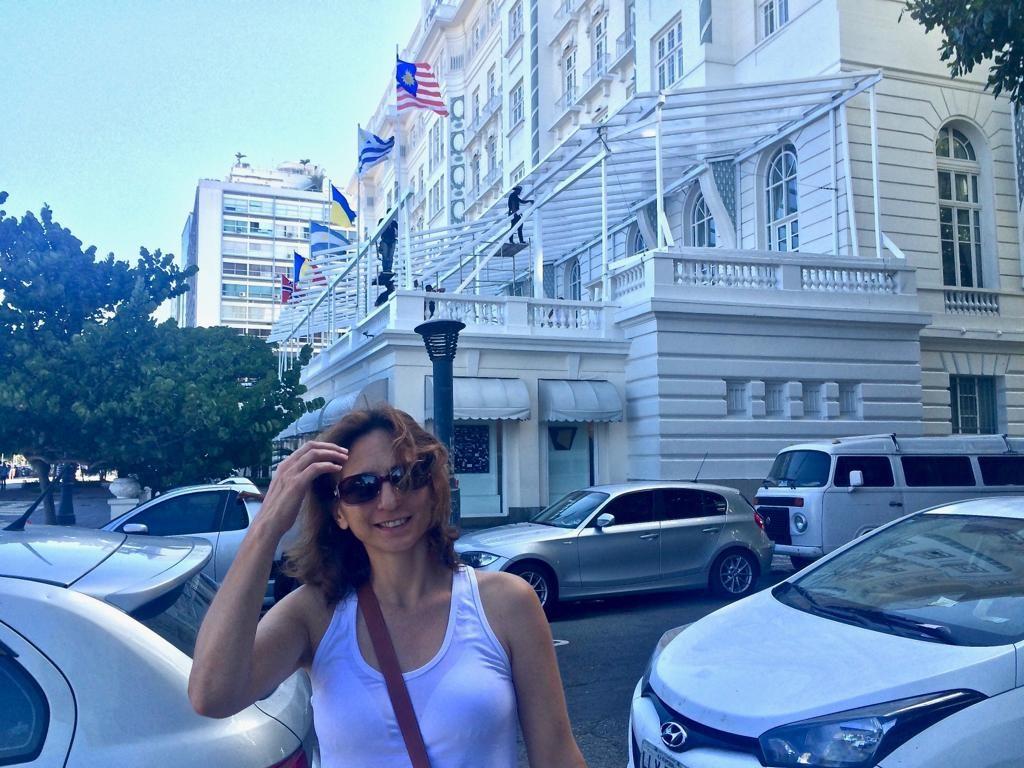 ליד המלון המפורסם בריו Copacabana Palace