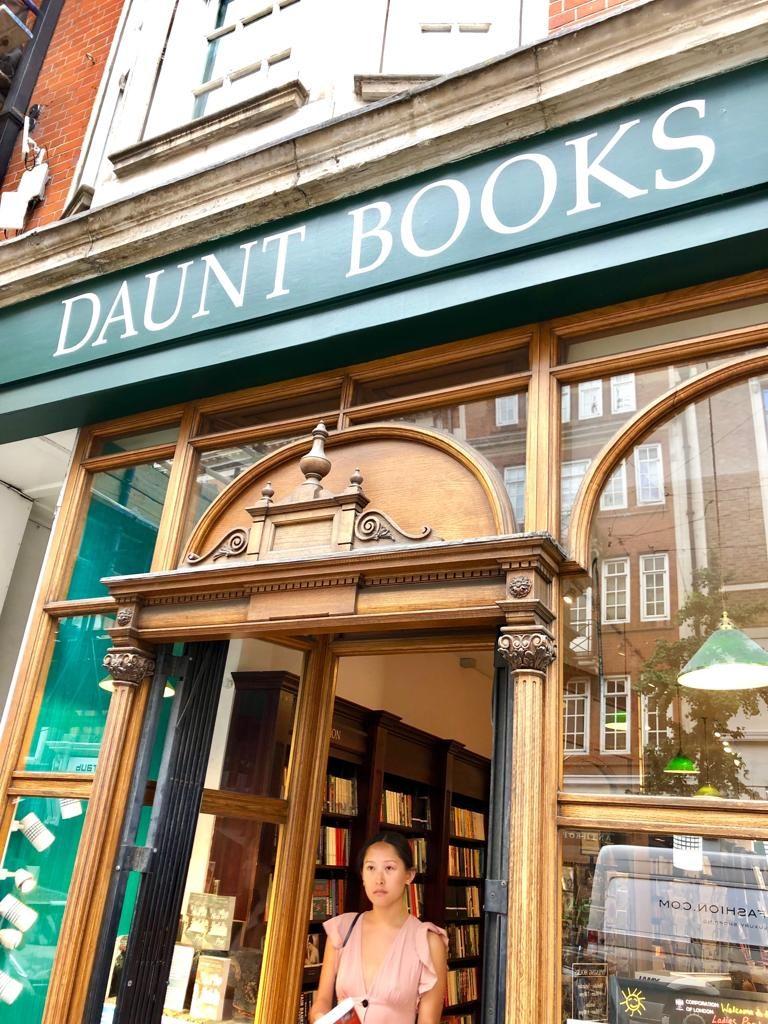 7 מקומות שאסור לפספס בלונדון, חנות הספרים האהובה עלי daunt books