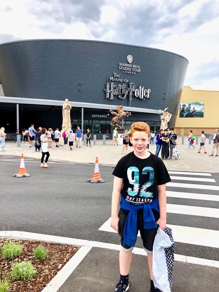 בכניסה לאולפנים של הארי פוטר, טיול בר מצווה ללונדון