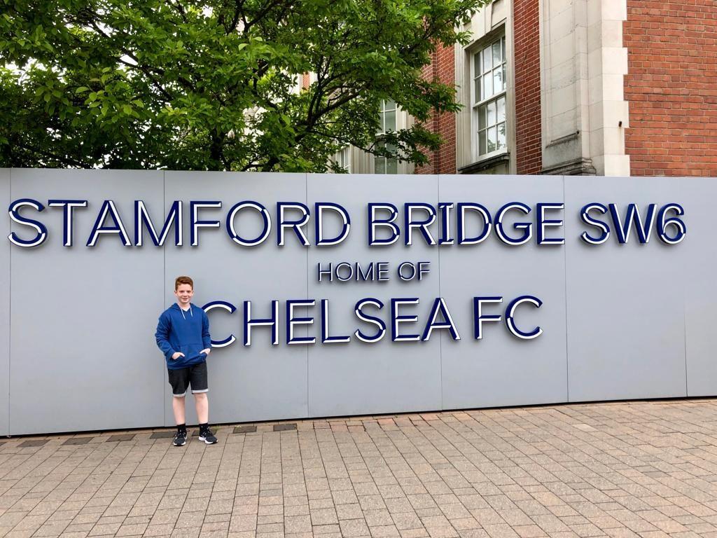 בכניסה לסטמפורד ברידג׳ טיול בר מצווה ללונדון