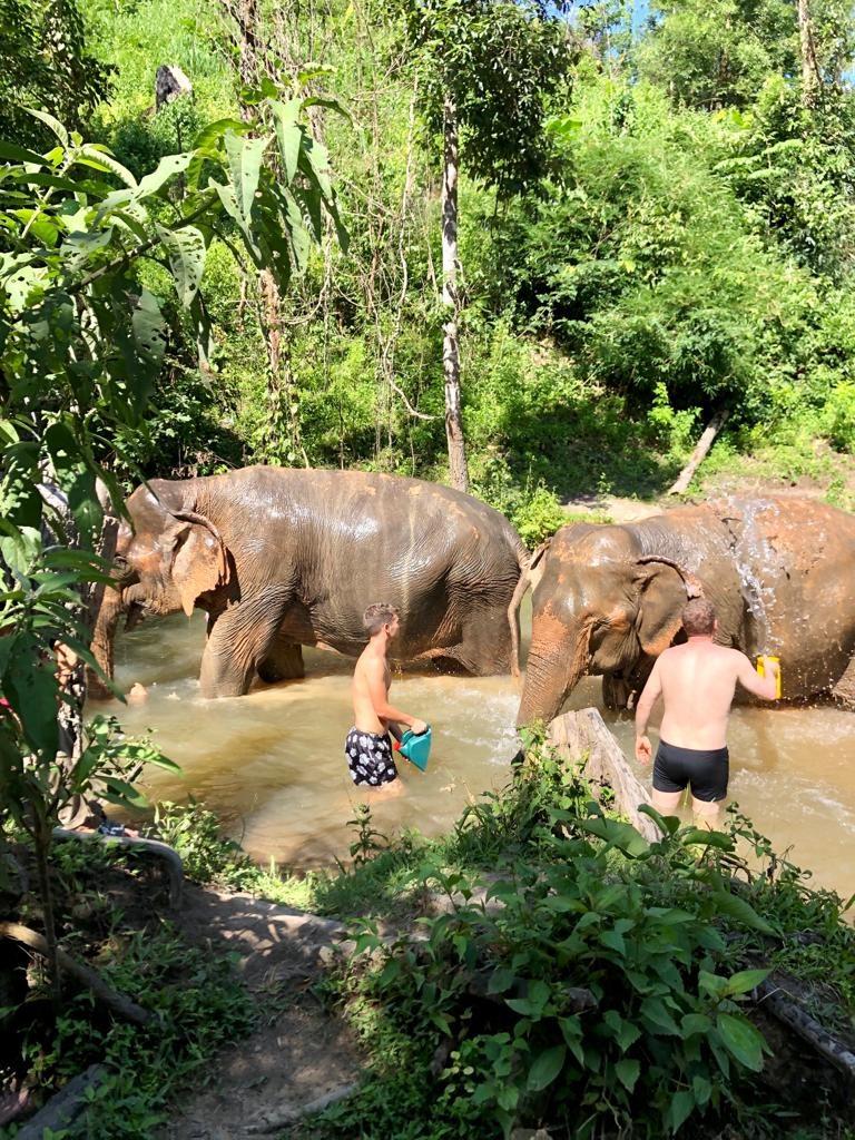 שוטפים בנהר