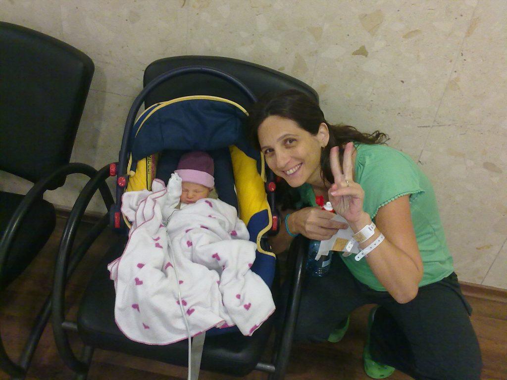 ביציאה מבית החולים עם נויה