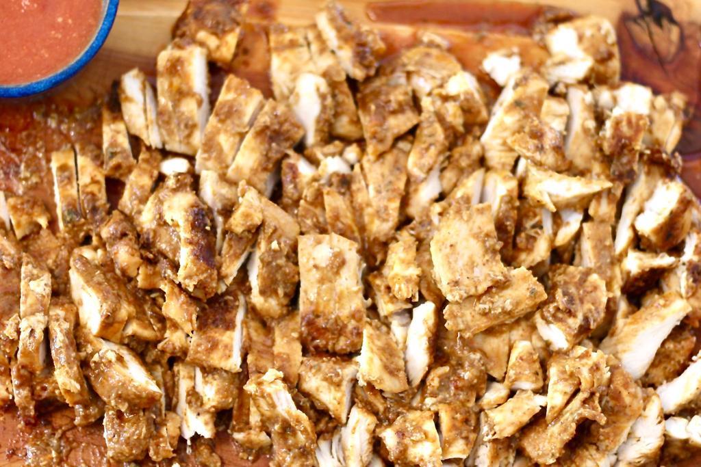 עוף עם תיבול טאקו עם סלסת טנגי