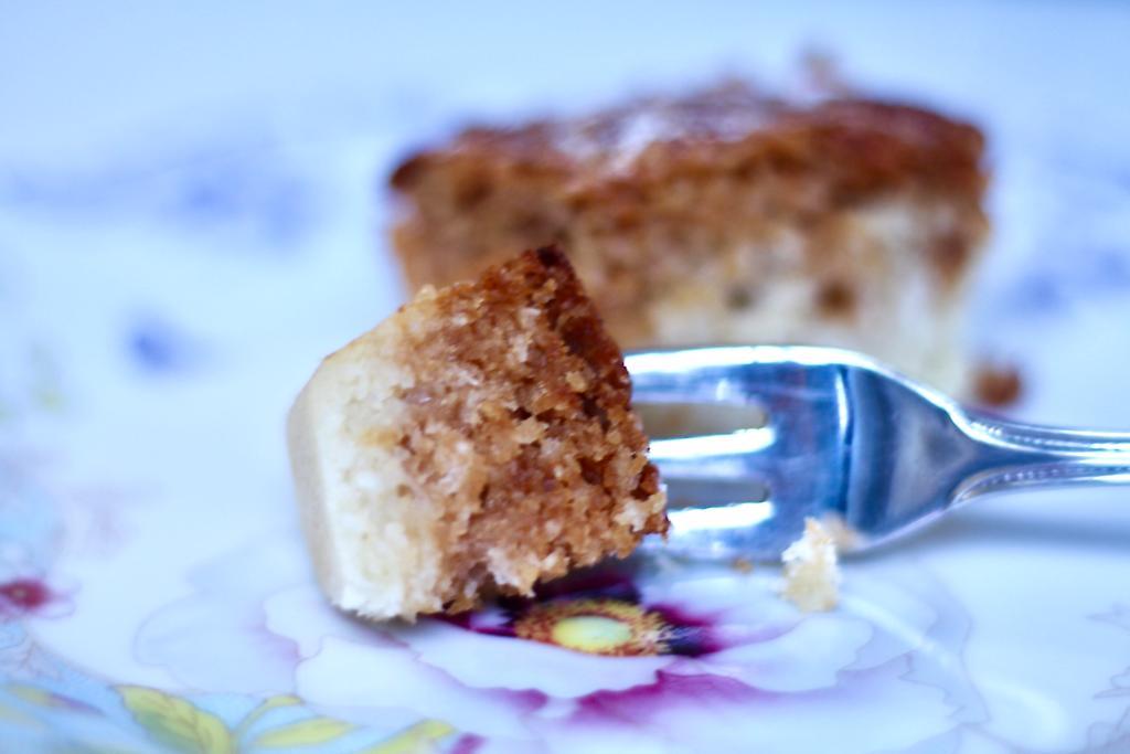 ביס של עוגת שיש קוקוס עם ריבת חלב