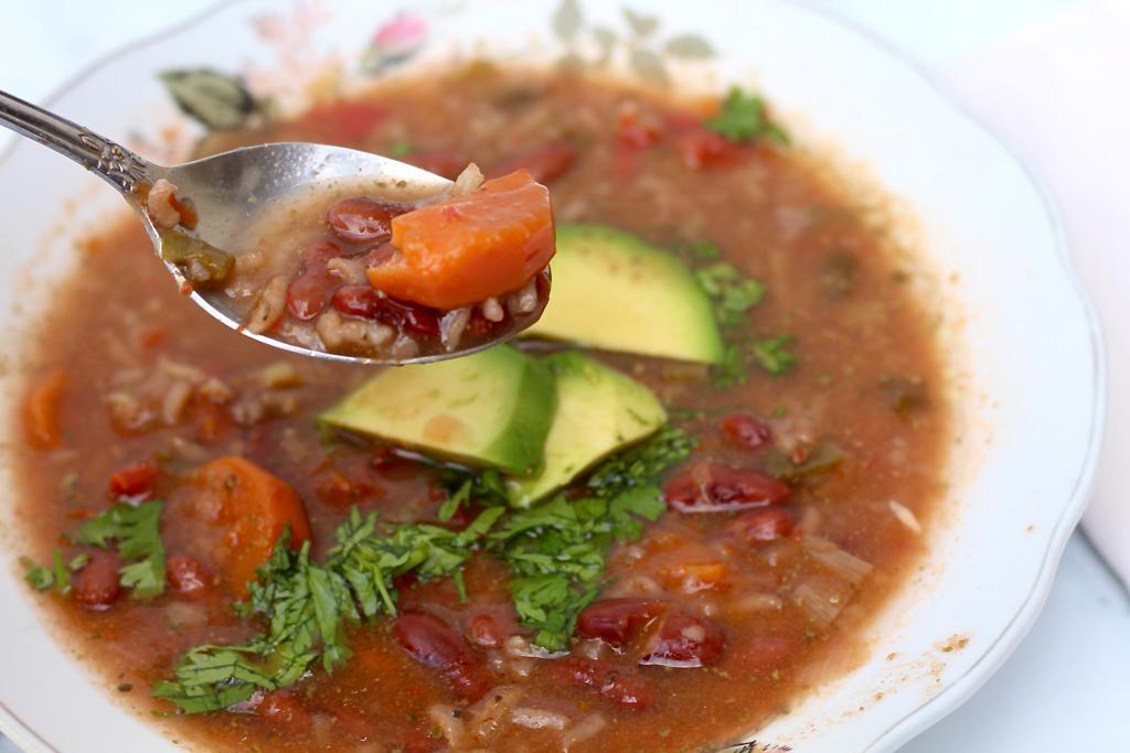 ביס ממרק שעועית עם אורז קולומביאני