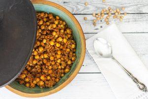 תבשיל גרגירי חומוס עם בשר טחון